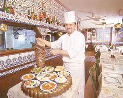 日本で大人気、トルコの代表料理「ケバブ」を味わう「ボスボラス ハサン 新宿店」