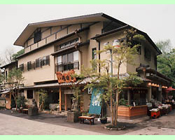 創業文久年間、江戸時代末期より伝統の味を守り続ける深大寺そばの老舗