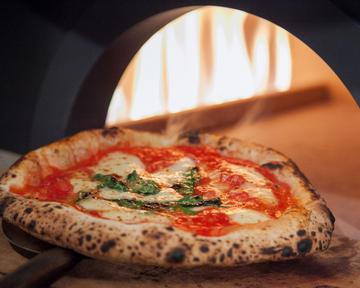 好きなピザが選べサラダやスープなどもおかわり自由の食べ放題が人気