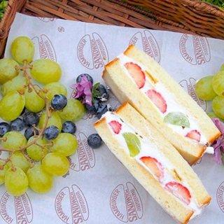 フルーツとクリーム、パンが相性抜群!果実感がたまらないフルーツサンド3選
