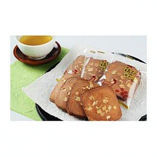 毎朝「朝一番」で仕入れる新鮮な卵で作った三友堂の「鶏卵花生せんべい」