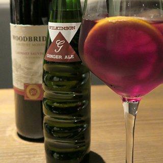 【秋のおうちカクテル】簡単&本格ワインカクテル ショウガの風味が効いた「キティ」