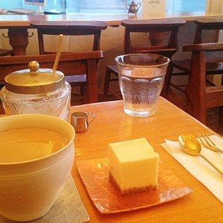 静謐な空間に整えられ紡ぎ出される時と味わい 福岡「abeki」