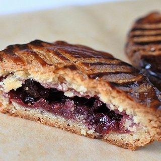 人気沸騰中のフランス菓子!これを食べずにフランスは語れない「ガトー・バスク」3選