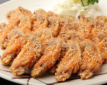 手羽先のルーツとなったという鶏の半身を秘伝のタレで揚げた「ターザン焼き」