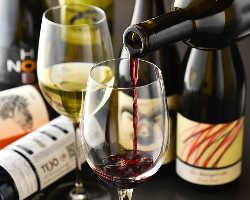 厳選したワインを豊富にご用意しております。¥380~