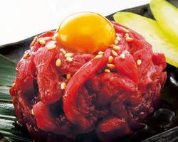 桜ユッケ復活!!うまさの秘密は最高級の鮮度とタレにあり。