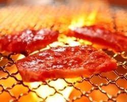 炭火で焼肉が楽しめます。炭で焼くのでじっくり旨味閉じ込めます
