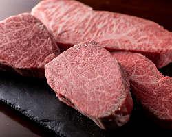 鉄板焼で提供するお肉は、厳選したA5黒毛和牛のみを使用