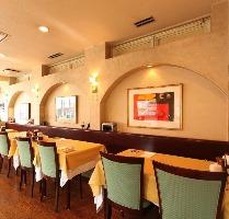 2Fレストラン・メインホール 38席 緑豊かな大国魂神社に隣接