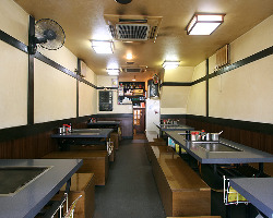 1階テーブル席(最大30人)