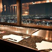 東京の夜景を一望できる贅沢な空間でのお食事をお楽しみください