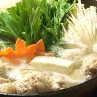 店で長時間炊いている濃厚鶏ガラスープで作った鶏鍋は大人気
