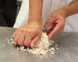 ◆職人が丁寧に練り込む蕎麦粉100%の十割蕎麦