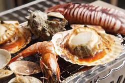 店内の生簀より新鮮な 海鮮・活貝をお届け致します。