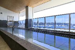 3F天然温泉露天風呂。久里浜港、東京湾一望。