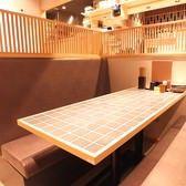 テーブルソファー席、半個室席完備。
