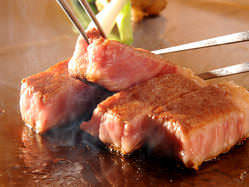 由緒正しき黒毛和牛の最上級【宮崎牛】を鉄板焼でどうぞ・・
