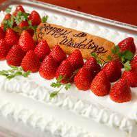 結婚式二次会にオプションでウェディングケーキも作ります!