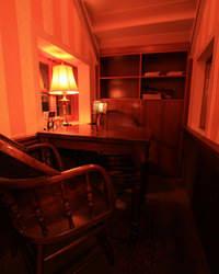 ヘミングウェイの書斎を思わせる二人の為のプライベート空間