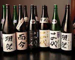 [レア酒勢揃い] 日本各地の地酒が厳選50種以上。