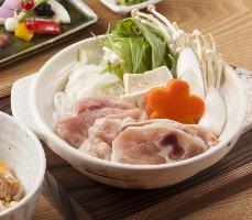 ランチでは鮒忠自慢の鶏を使った水炊き鍋御膳もございます。