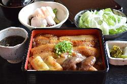 野田産の豚肉をかんざ特製の西京味噌に漬け込み焼き上げました。