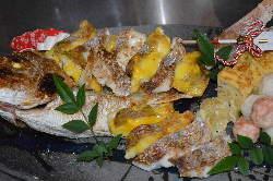 お祝の焼鯛です。尾頭付き、5.500円~
