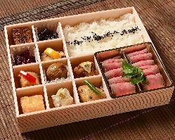 [お弁当] 自慢の肉料理が中心の彩豊かなお弁当は配達可能です
