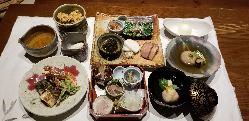 料理のみ5000円のコースです。(季節により変更あります)