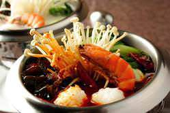 8種類のラインナップを誇る、四川鍋料理は秀逸な逸品です