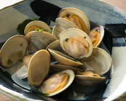 ホンビノス貝や小松菜、三つ葉等、船橋産食材を多数使用。