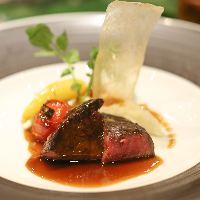 美味しさと共に美しい盛り付けで大切なゲストを魅了します。