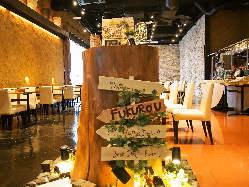 開放的な非日常空間で食す、優雅なランチも大人気です。