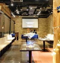 映像・音響設備&会場装飾でパーティーを上質且つ華やかに演出。
