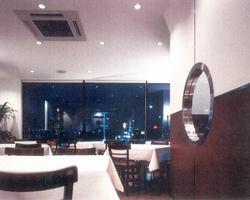 ■夜はロマンティックな食空間
