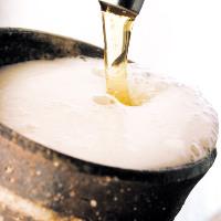 当店の生ビールは伝統工芸品「益子焼」で提供!!