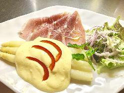 【シュパーゲル】ドイツの春を代表するお料理です。
