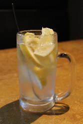 ▼めっちゃレモンサワー▼国産無農薬レモンがほぼ一個分♪