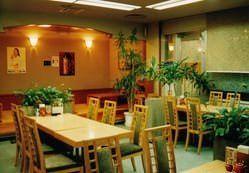 レストラン浜辺の店内 座敷も12席有。全席禁煙。