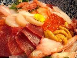 おすすめ・海鮮丼。近海の海の幸をどうぞ!