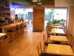 オープンテラス感覚のおしゃれカフェ。テラスはペットもOK!!