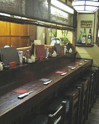 カウンター6席・テーブル(3名/4名 各1席)・座敷1室 ★要予約(4~8名)
