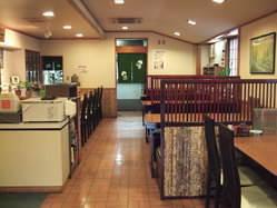 1階フロアーには、テーブル席5カウンター、個室3部屋