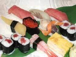 産直の魚貝も入ったお寿司も人気です。