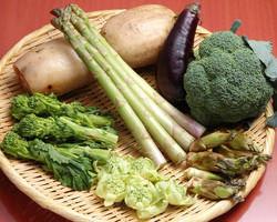 新鮮野菜 カウンターで揚げるのを見ながら食べるのもオツ
