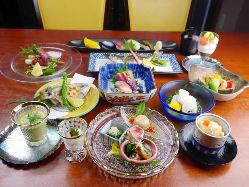 日本料理の趣を堪能できるコースをお楽しみください。