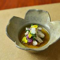 和の伝統を踏まえつつも都会的で先鋭的な料理