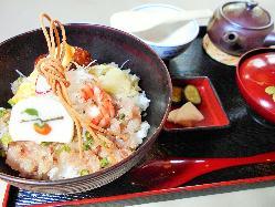 小田原あじ丼 最初は生姜醤油で 〆にお出汁をかけて