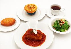 ロシアの伝統料理「ロールキャベツ」とつぼ焼きのセット